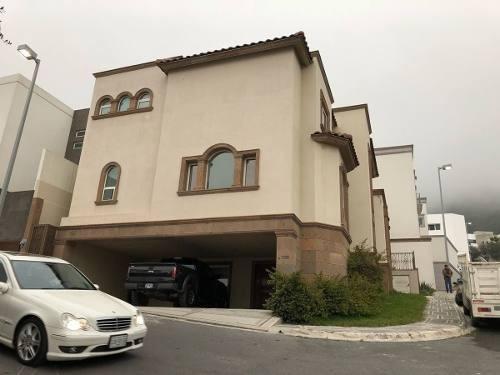 (crm-2438-151)  casa en renta en privanzas 5o. sector