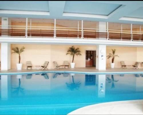 (crm-3816-3108)  skg renta departamento de 3 recámaras, 260 m2, en isla de agua