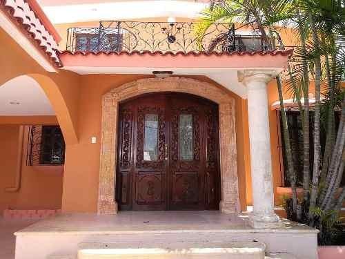 (crm-4184-1792)  bella casa estilo antiguo en venta en campestre, mérida, ¡con piscina!