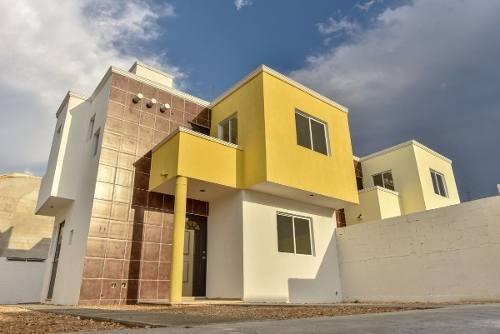 (crm-4184-2111)  casa en venta en merida, dentro de la ciudad con piscina/ nueva