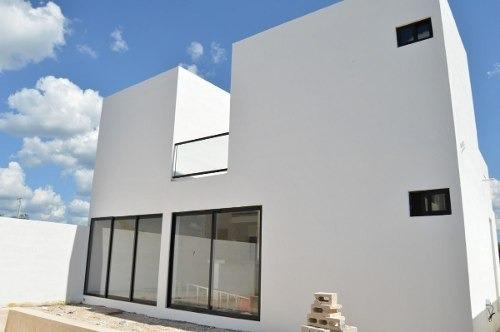 (crm-4184-2445)  casa en venta en merida, en privada con amenidades al norte