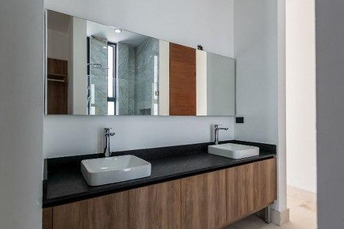 (crm-4184-2496)  residencia en venta en merida, exclusiva ¡4 habits, y esquina!
