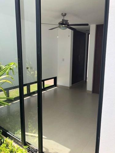 (crm-4184-2735)  residencia en venta en merida, yucatan. privada allegra.