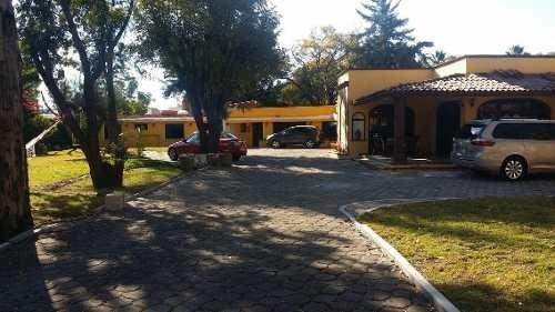 (crm-4446-141)  excelente casa en venta jurica sabinos terreno 2,250mts