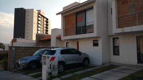 (crm-4446-203)  venta de linda casa en santa fe juriquilla, super ubicada