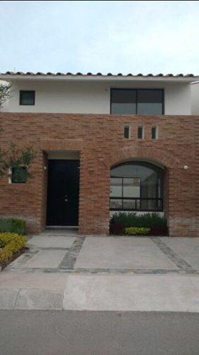 (crm-4446-213)  venta de linda casa en condominio con alberca cumbres del lago