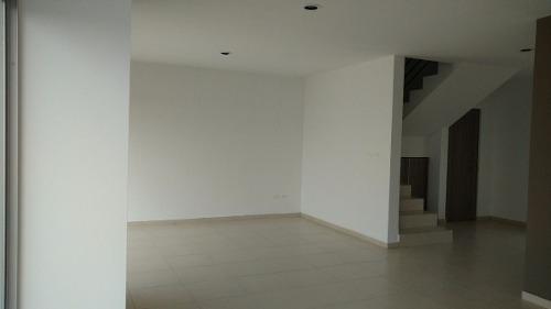 (crm-4446-91)  casa en venta en real de juriquilla