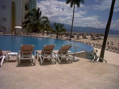 (crm-4983-60)  departamento en venta,puerto vallarta, 2 recámaras,hotel krystal.