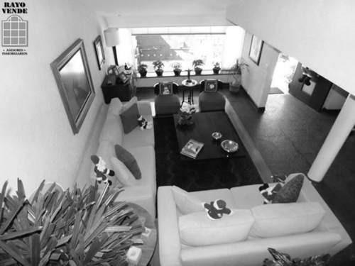 (crm-5206-115)  casa en calle cerrada con vigilancia, remodelada, a una cuadra de periférico