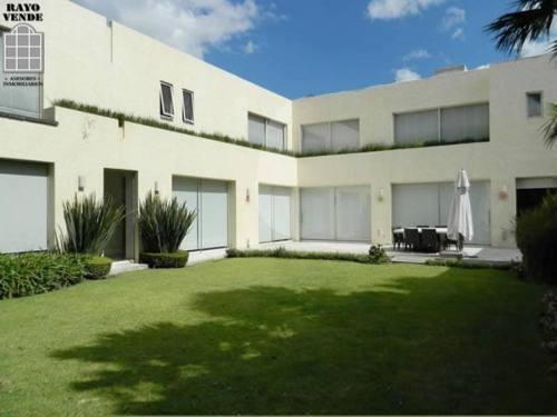 (crm-5206-179)  casa en pedregal con hermoso jardín de 500 metros.