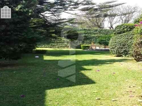 (crm-5206-273)  casa muy cómoda, rodeada de 600m² aproximadamente de jardín.