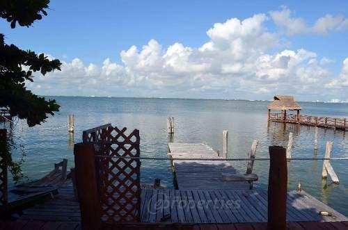 (crm-60-374)  terreno en venta frente a la laguna en isla dorada zona hotelera