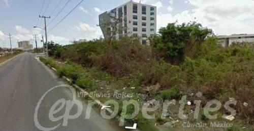 (crm-60-415)  terreno sobre la avenida tulum en la s.m. 9