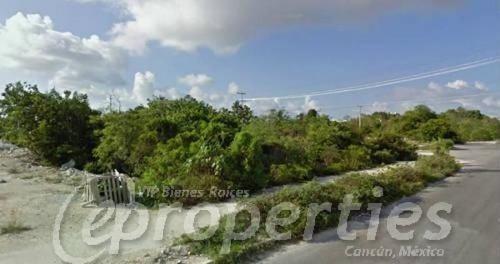 (crm-60-425)  terreno sobre la avenida tulum con calle cabo catoche s.m. 14