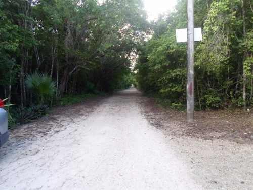 (crm-634-431)  se vende terreno en cancun bosques del caribe de 4900 m2