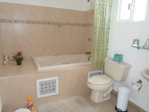 (crm-634-573)  se vende casa en cancun  de 3 rec seguridad 24 horas