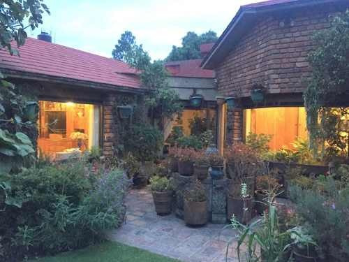(crm-758-4343)  casa en venta en tecamachalco de 4 recamaras y jardín, naucalpan