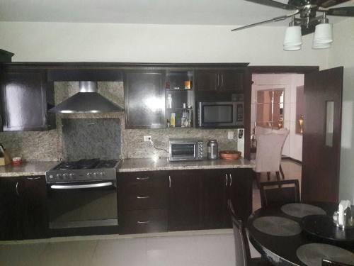 (crm-989-1061)  (ggp) casa en venta colonia maestranzas 50-cv-1620