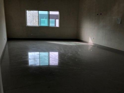 (crm-989-1123)  casa en venta  con alberca en fracc. catujanes - zona carr. nac (ljg).