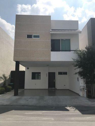 (crm-989-1126)  casa en venta en carretera nacional, fracc. paseo del vergel