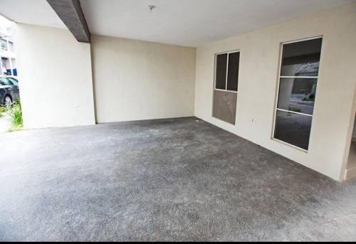 (crm-989-1212)  casa en venta en  fracc. cerradas de valle alto-  zona sur  (old)