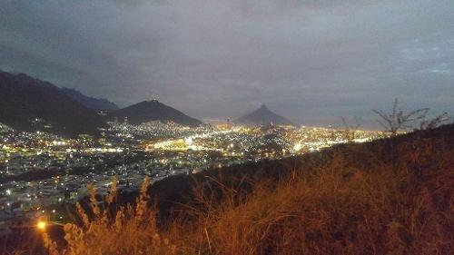 (crm-989-808)  (acc) excelente terreno descendente  al sur de la ciudad vistas espect