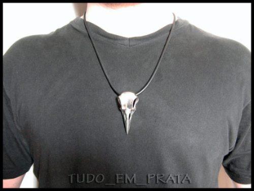crânio de corvo em prata com cordão
