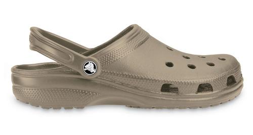 crocs originales classic marrón  mujer