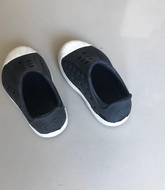 new product de130 cdb03 Crocs Zapatillas Suecos De Goma Niños Talle 22 Negro