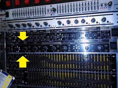 crossover behringer cx2310 2 stereo / 3 mono