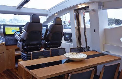 crucero importado schaefer 830 con volvo 3 ips x 1200 hp