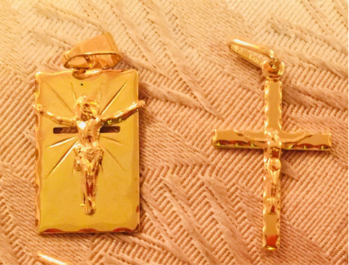 cruz de baño de oro