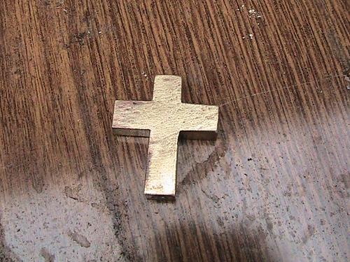 cruz de bronce