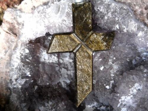 cruz de obsidiana