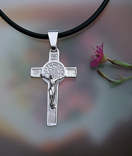 cruz de san benito crucifijo en plata ley.925 con caucho
