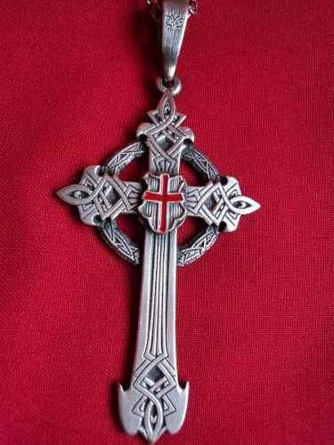 cruz de templarios medieval con cadena de acero inoxidable