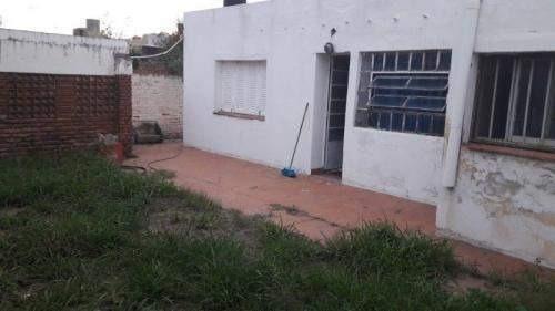 cruz del eje casa en calle la rioja a metros de sarmiento