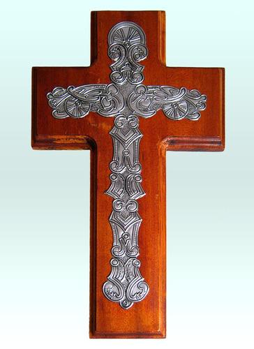 cruz recta de madera con apliques en arte ruso
