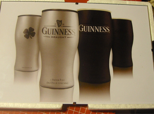cuadro cerveza guinness con vidrio