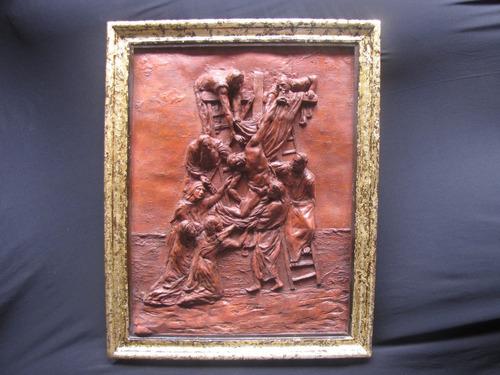 cuadro de relieve en resina con marco de madera con oro