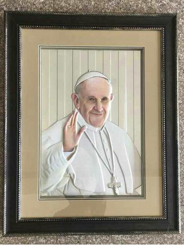 cuadro del papa francisco en alto relieve