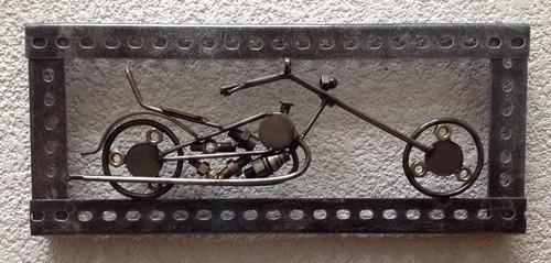 cuadro motocicleta hecho de metal / fierro