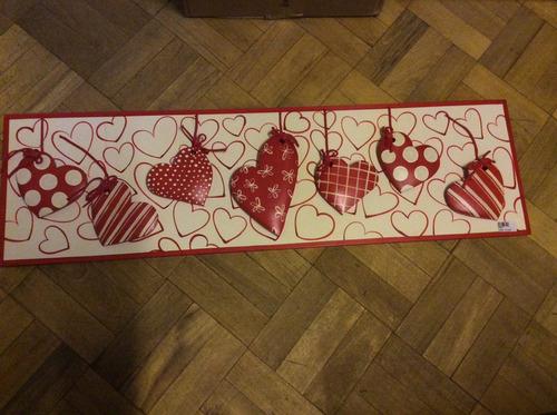 cuadro o perchero con corazones en relieve