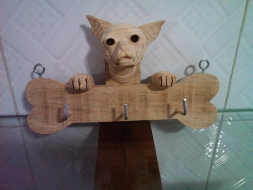 cuadro y porta llaves de madera con figuras de perritos