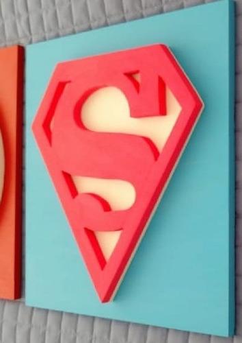 cuadros superheroes mujer en madera - 30*30 cms