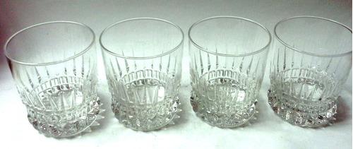 cuatro vasos cortos vidrio transparente base cortes