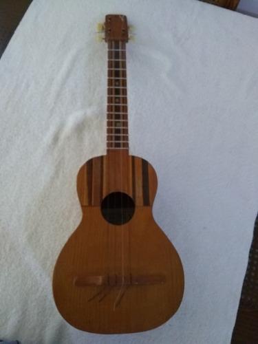 cuatro venezolano instrumento musical música 13 trastes