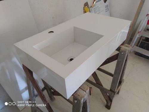 cuba esculpida de porcelanato