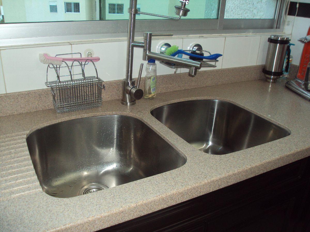 Cubierta para cocina con placa de corian tipo granito for Barras de granito para cocina