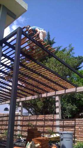 cubiertas con policarbonato  y pergolas de madera